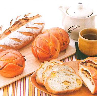 10月:栗のほうじ茶ブレッド/ほうじ茶クリームパン