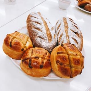 栗のほうじ茶ブレッド/ほうじ茶クリームパン